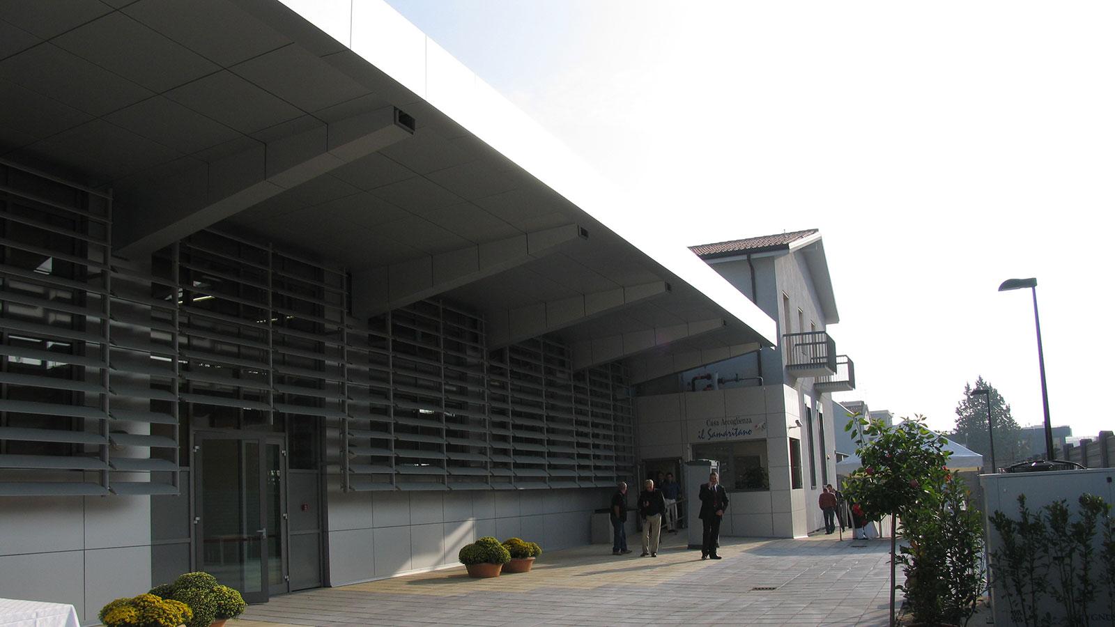 Ridistribuzione interna ed adeguamento igienico sanitario di un edificio adibito a pronta accoglienza per lavoratori e persone bisognose sito in Via Silvestrini a Verona